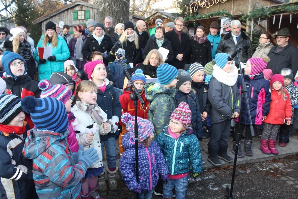 Kinder unserer KiTa auf dem Christkindlmarkt (3. Dezember 2016)