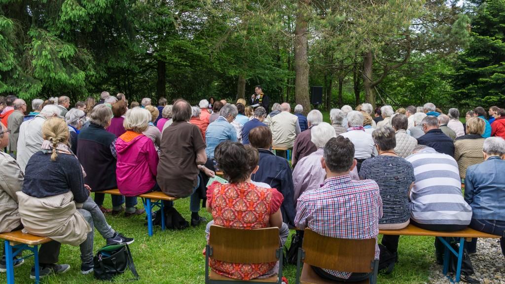 Gottesdienst im Grünen am 25. Mai 2017 (Foto: Peter Buck)